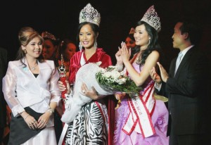 Amy Chanthapavong Crowned Miss Asian America 2009